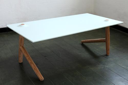 stol z dwiema nogami1