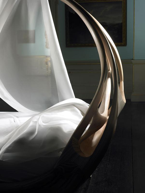 Zbliżenie na projekt enigmatycznego łóżka