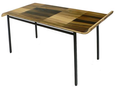 stol z blatem zgietej sklejki