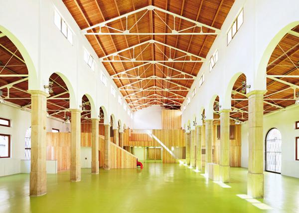 Kolumny i imponujące sklepienie - jak w kościele